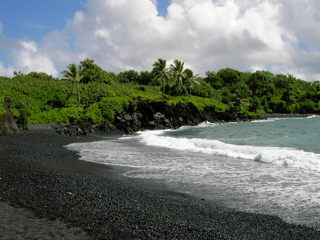 There S No Mistaking One Of Maui Most Naturally Incredible Beaches Jet Black Sand Cool